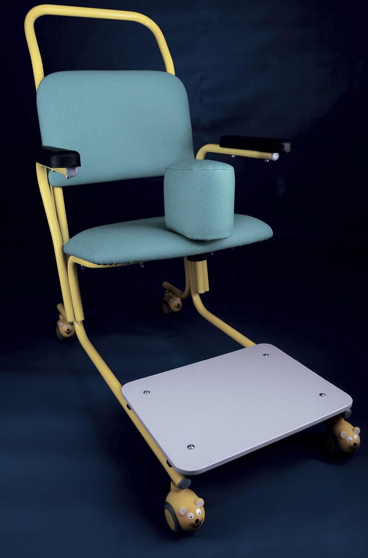 Chaise Sur Roulettes Avec Accoudoirs Pour Personne A Mobilite Reduite