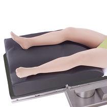 Coussin de positionnement de jambe / pour table d'opération / en mousse / forme anatomique