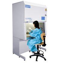 Poste de sécurité cytotoxique pour l'industrie pharmaceutique / sur pied / avec filtre HEPA