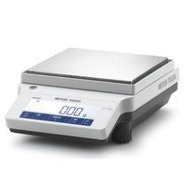 Balances de laboratoire de précision / avec affichage numérique / de paillasse / avec masse de calibration interne