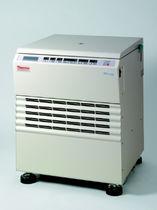 Centrifugeuse de laboratoire / à hématocrite / sur pied / réfrigérée