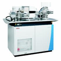 Spectromètre de masse / à secteur magnétique / pour l'analyse des gaz rares / xénon