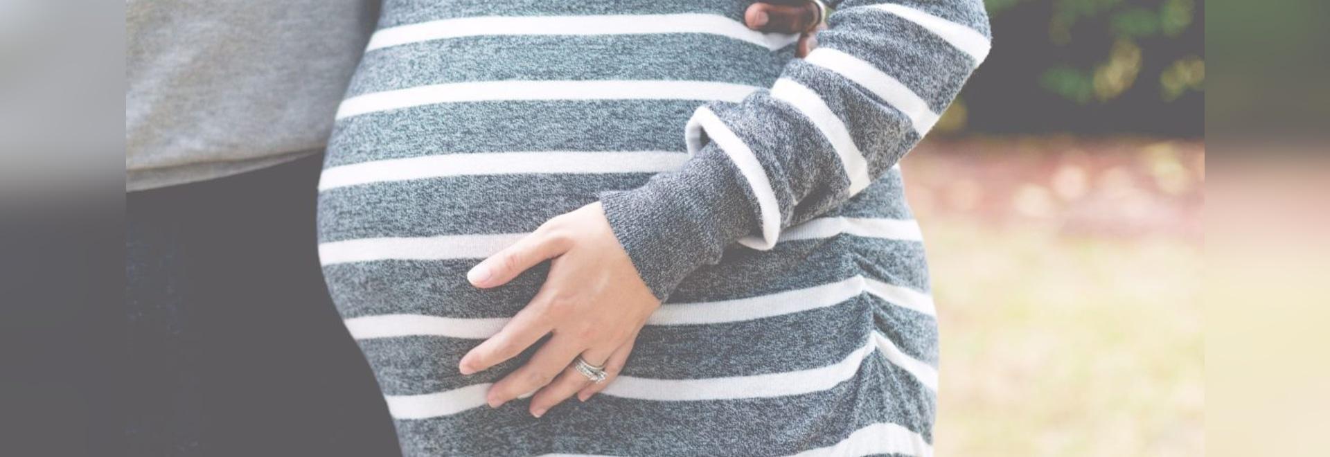 Pourquoi tant de femmes meurent-elles presque dans l'accouchement ? Croix outre de quelques principales théories