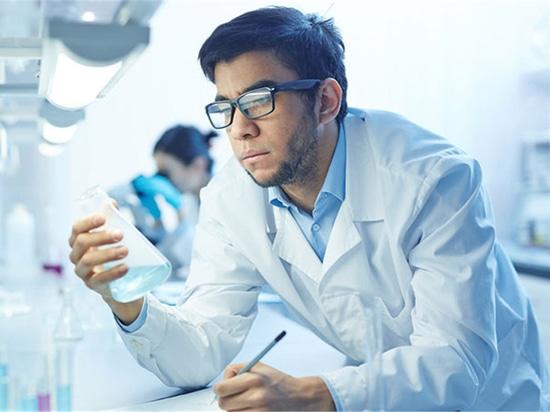 Les chimistes russes font la nouvelle découverte dans l'avancement du matériel dentaire