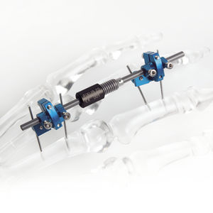 fixateur externe articulation métacarpo-phalangienne / tubulaire / pédiatrique