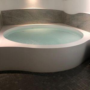 bassin d'isolation sensorielle hors-sol