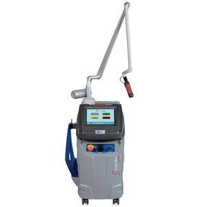 laser pour les lésions pigmentaires / pour élimination des tatouages / Nd:YAG / sur chariot