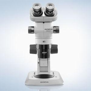 stéréomicroscope de laboratoire