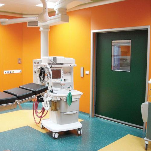 porte battante / coulissante / d'hôpital / de soins intensifs