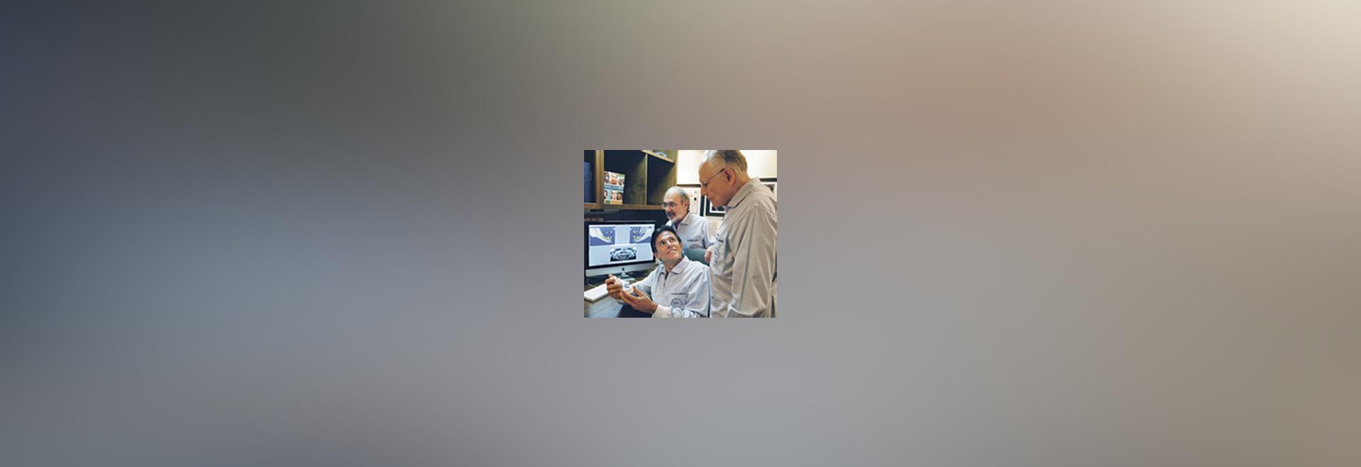 ? Équipe Atlanta ? (de gauche à droite : Jeu rouleau-tambour. Maurice Salama, David Garber, et Ronald Goldstein) passant en revue un cas complexe utilisant des technologies à trois dimensions moder...