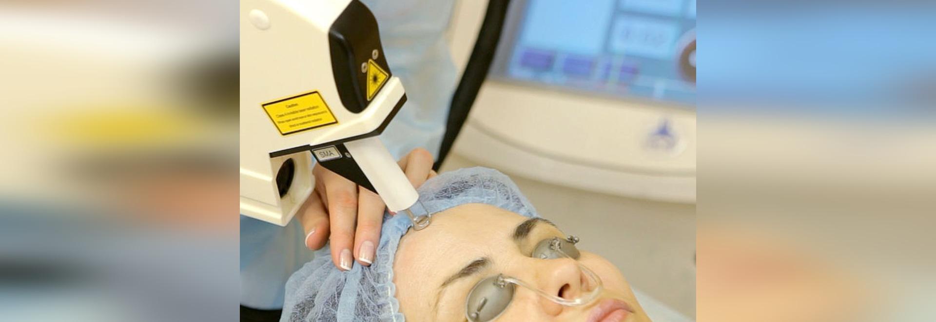 Laser de Multiline™ avec la nouvelle technologie de RecoSMA® dans le rajeunissement facial de peau