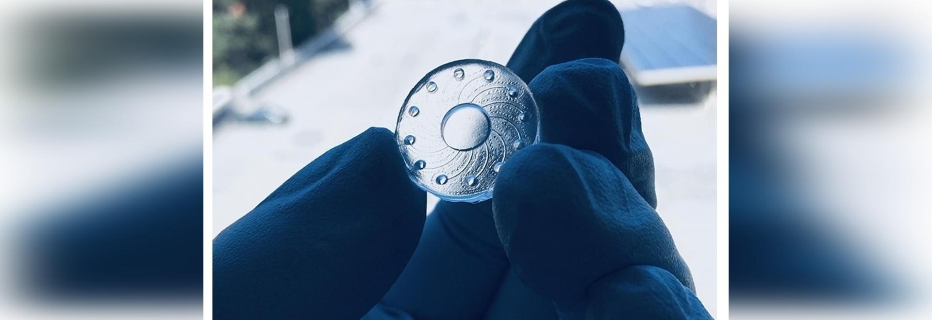 Une lentille de contact en hydrogel mesure les biomarqueurs en larmes