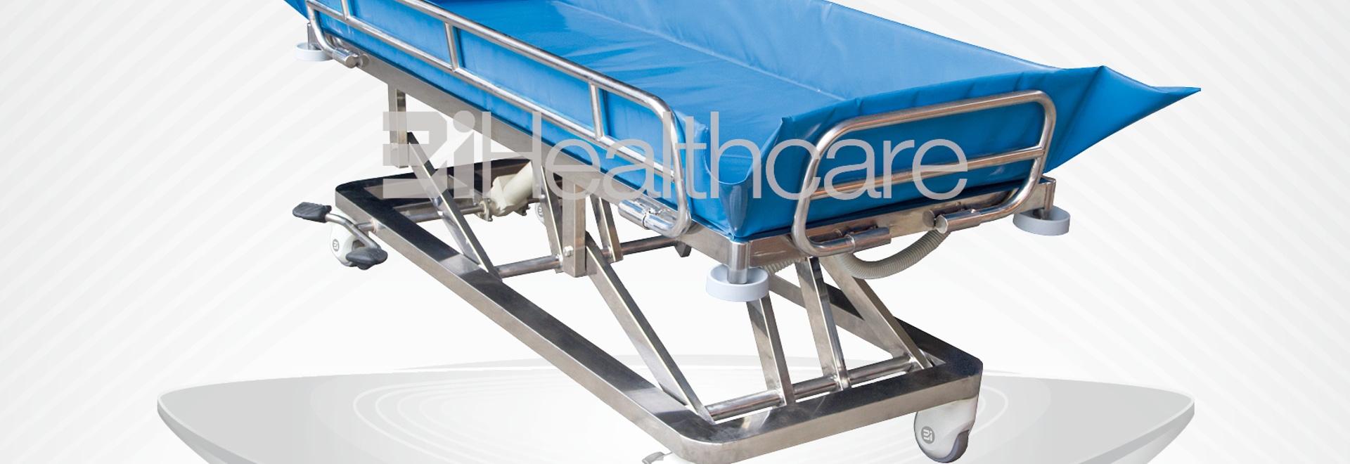 Nouveau lit de douche / brancard hydraulique conçu par BiHealthcare