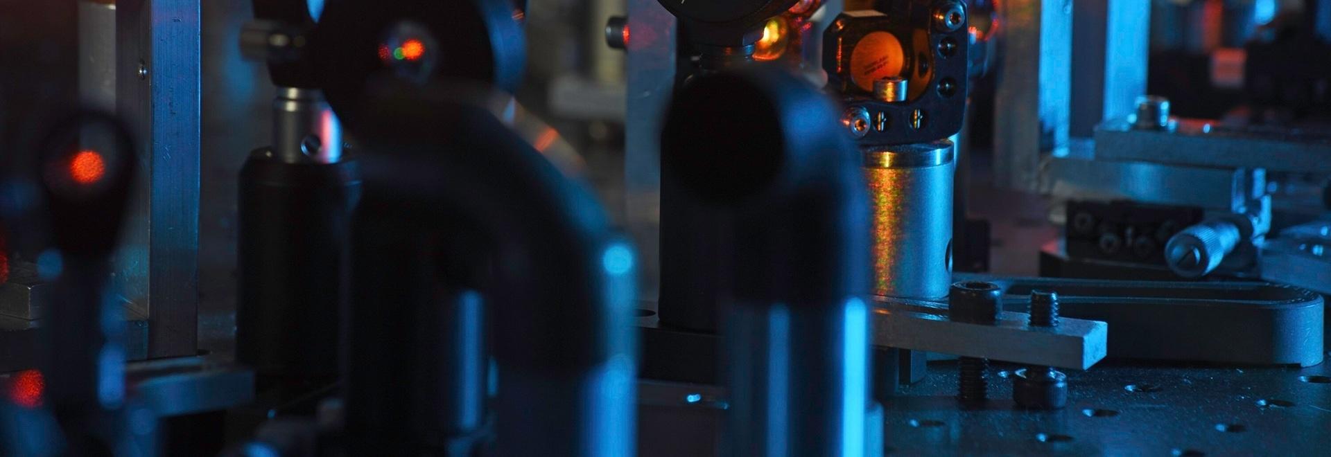 Système ultra-rapide de laser approprié à l'intégration dans des solutions de microscopie