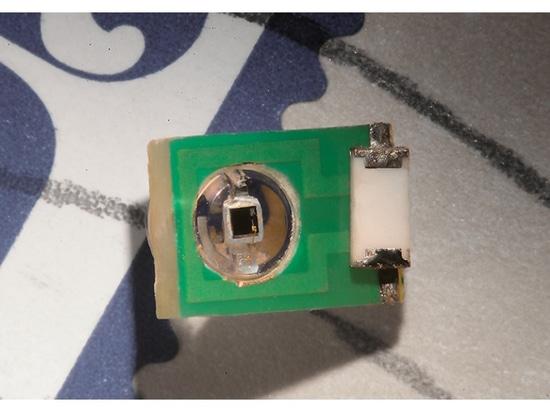 Implant d'IRM pour détecter les champs légers et électriques à l'intérieur du cerveau