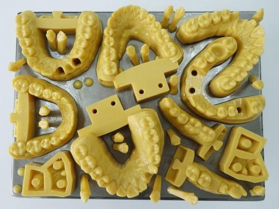 IDS. La nouvelle imprimante dentaire 3D produit 500 aligneurs transparents par jour