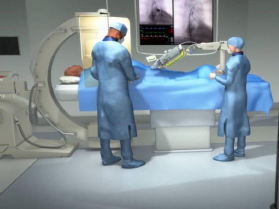 Le chirurgien effectue des interventions cardiovasculaires sur des patients à 30 km de là