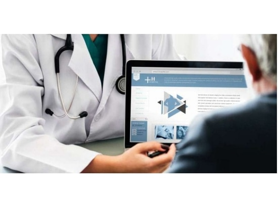 Déclaration par les cliniciens et les patients des symptômes de référence et des symptômes post-référence pour l'évaluation des effets indésirables dans les essais cliniques sur le cancer