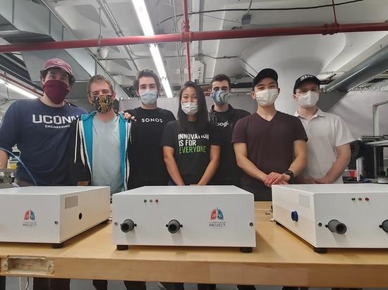 Des volontaires font équipe pour développer un nouveau ventilateur pendant la pandémie COVID-19