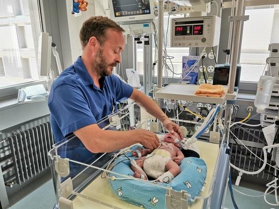 Formation à la thérapie respiratoire chez les nouveau-nés à l'aide de LuSi, le simulateur de poumons de bébé