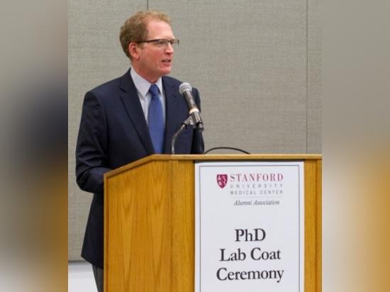 Le mineur de Lloyd, doyen de la Faculté de Médecine, s'adresse aux nouveaux étudiants de biosciences de PhD