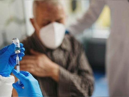La fabrication de vaccins comprend l'utilisation établie de virus inactivés (ou vivants atténués), de vecteurs viraux et de vaccins sous-unitaires.